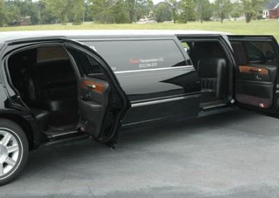 Lincoln Town Car Black2