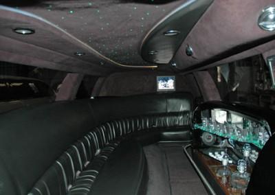 Lincoln Town Car Black3