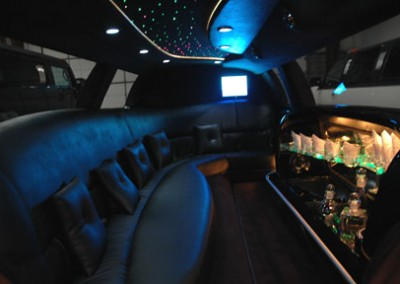 Lincoln town Car Limo2